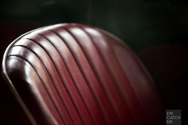 Dieses Bild von Fotograf EYECATCHME. aus Köln zeigt die Sitzbank des Fiat 500