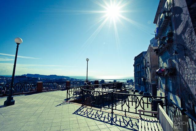 Das Foto des Reportagefotografen zeigt Cagliari an einem sonnigen Tag