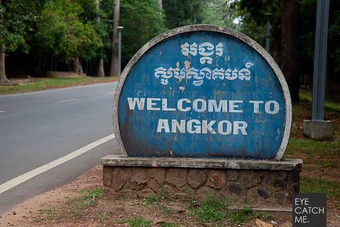 Dieses Bild hat der Reportage Fotograf in Seam Reap in der nähe von Angkor gemacht, es trägt die Aufschrift, Welcome to Angkor